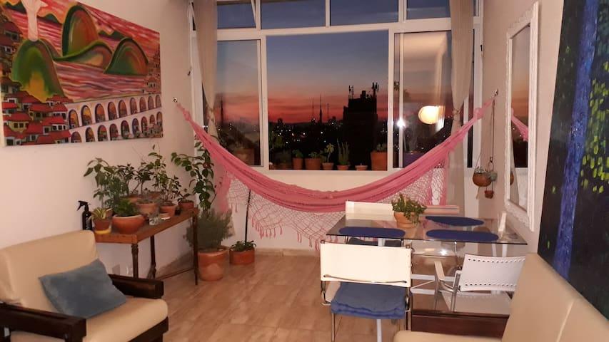 Dormitório pequeno e aconchegante para 1 pessoa