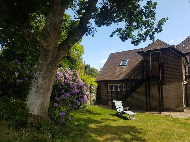 Modern, quiet studio, fab WIFI - Lindfield, Sussex