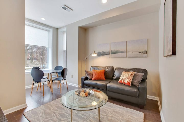 Private Patio! Walk to Convention Center, Metro, groceries, wine bars, beer gardens and more from this sunny apartment in Shaw! Parking available too!