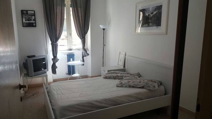 Lovely double room near the center