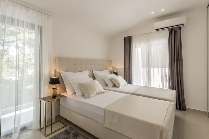 Bedroom No4: king-size bed 180x 200(can open to 2 single beds), A/C,  TV , balcony