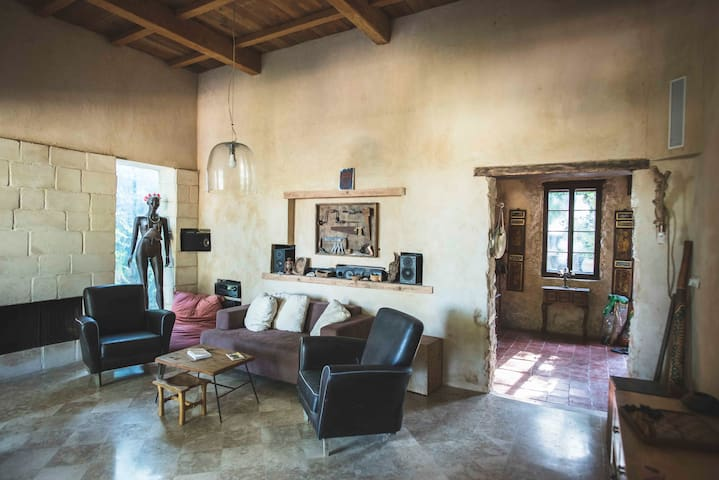 Provence in israel, בית אבן בן 130 שנה