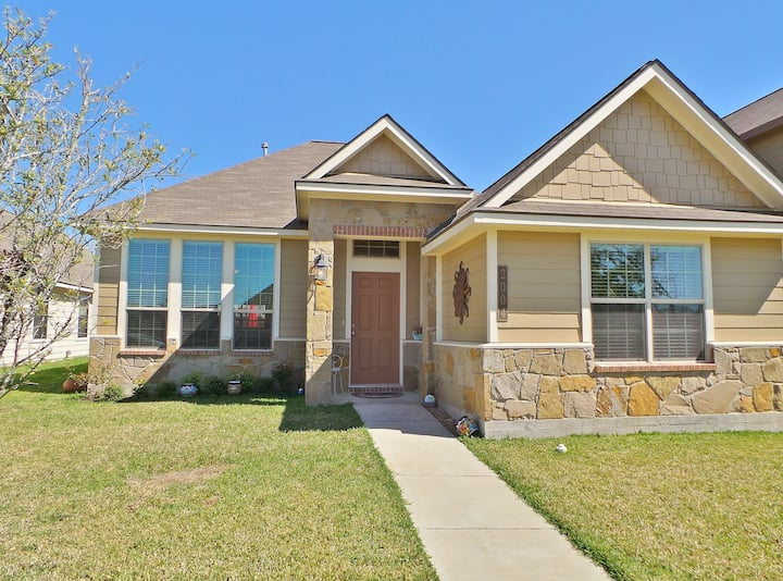 Parkview Cottage~Aggieland Vacation Rentals