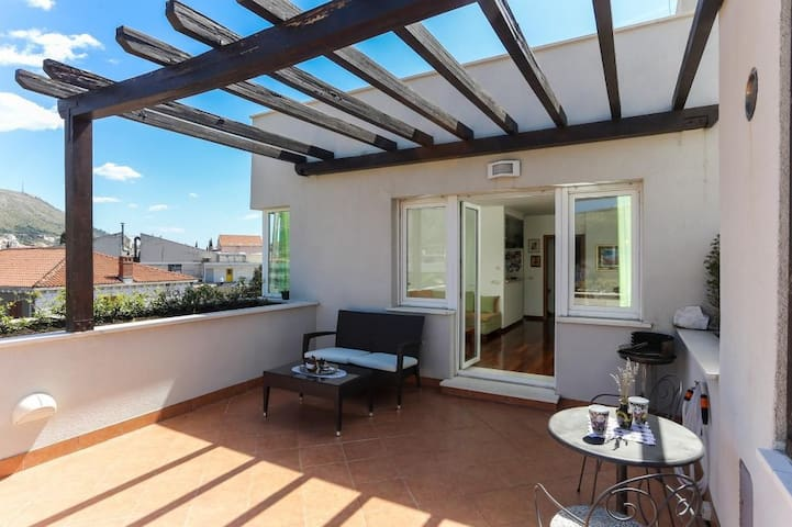 Apartment Alma - Two Bedroom Apartment with Terrace and Sea View