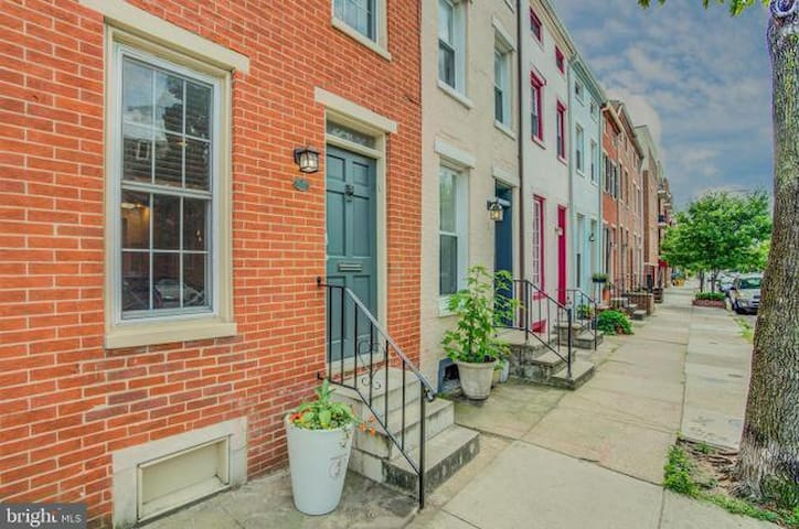 Federal Hill - 3 Story Townhome - Best Location!