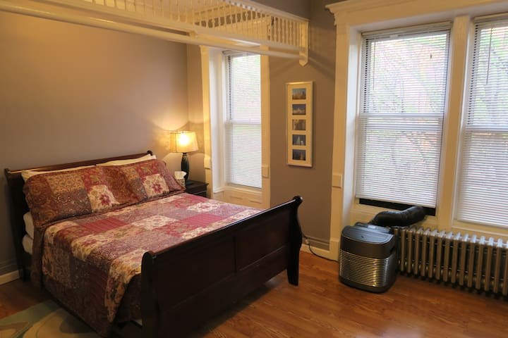 Spacious Sunny Brownstone Room - Great Location!