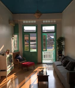 Bright downtown apartment - Янгон - Квартира