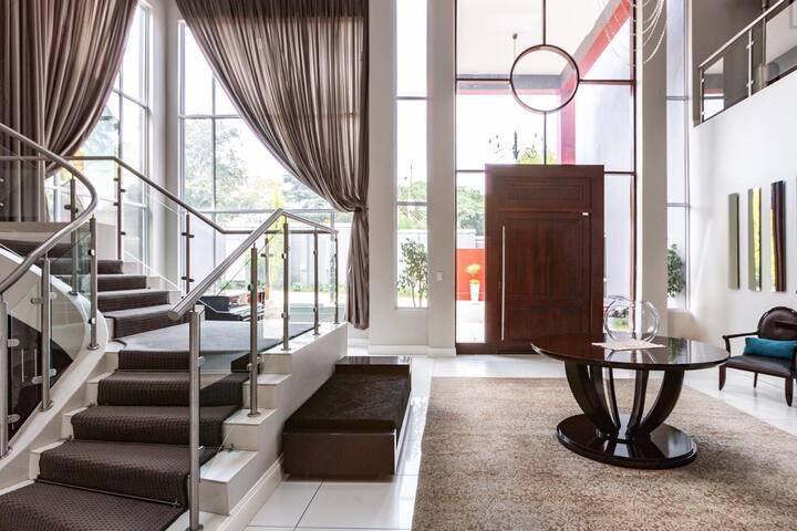 Fountain Hill: Houghton Villa  - Main bedroom