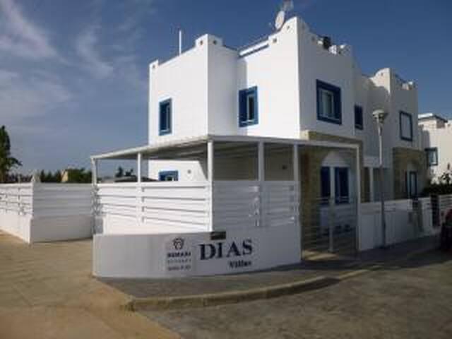 Front of Villa Shebaz Dias