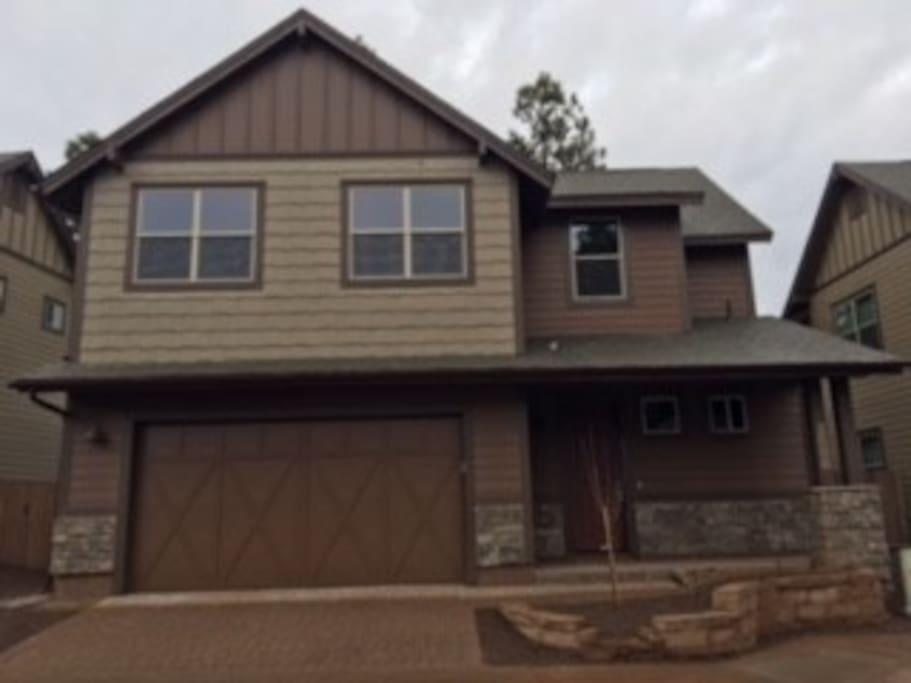 Brand new house in beautiful neighborhood!