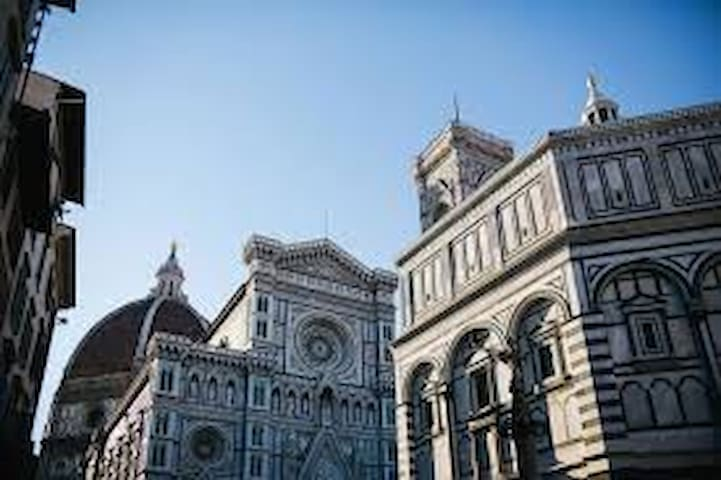 1. DOUBLE ROOM 4 MIN. FROM FLORENCE SMN