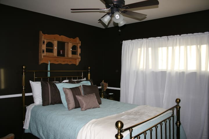HOME SWEET HOME Bedroom #1 with private bathroom - Littleton - Bed & Breakfast