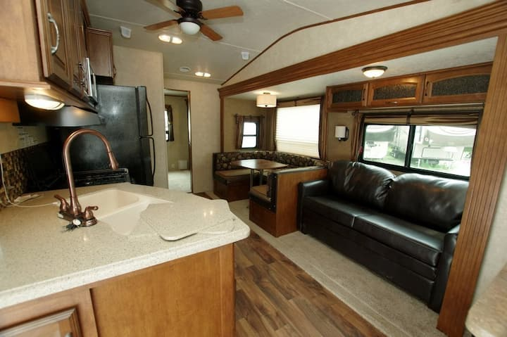 #32 LUXURY CAMPER  SHORT DRIVE CHINCOTEAGUE ISLAND