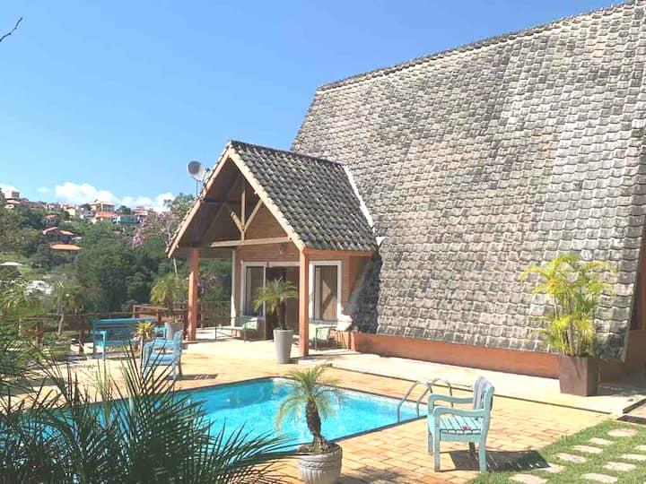 Chácara urbana com casa maravilhosa piscina vista