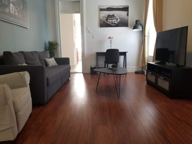 BEAUTIFUL BIG 1BR - FREE PARKING & 15MIN TO NYC
