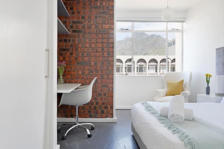 Urban & Modern Designer Apartment - Netflix.