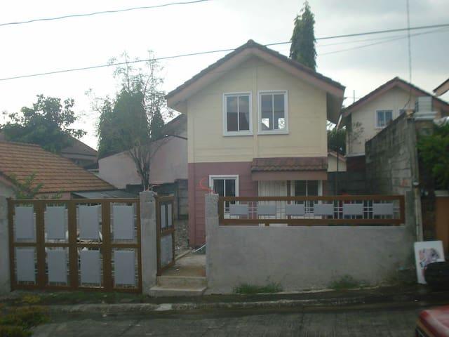 Safe Cozy house and lot for rent. - Dasmariñas - Ev