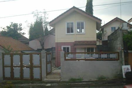 Safe Cozy house and lot for rent. - Dasmariñas - บ้าน