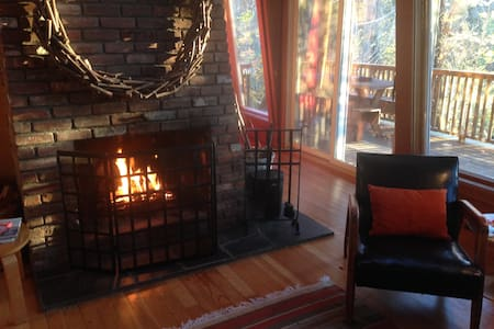 Merry Midcentury Modern at The Toaster House - Mattituck - Huis