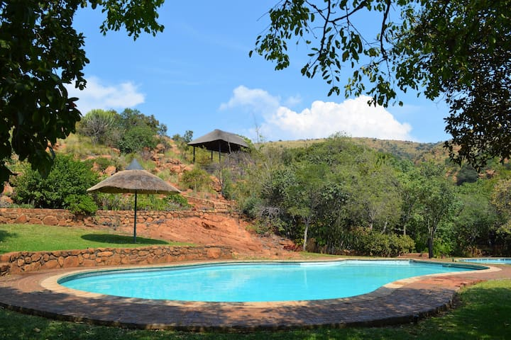 Family Home in Silkaatsnek Nature Reserve - Hartbeespoort - Отпускное жилье