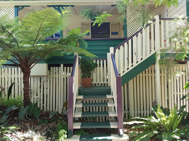 Classic Queenslander home close to City