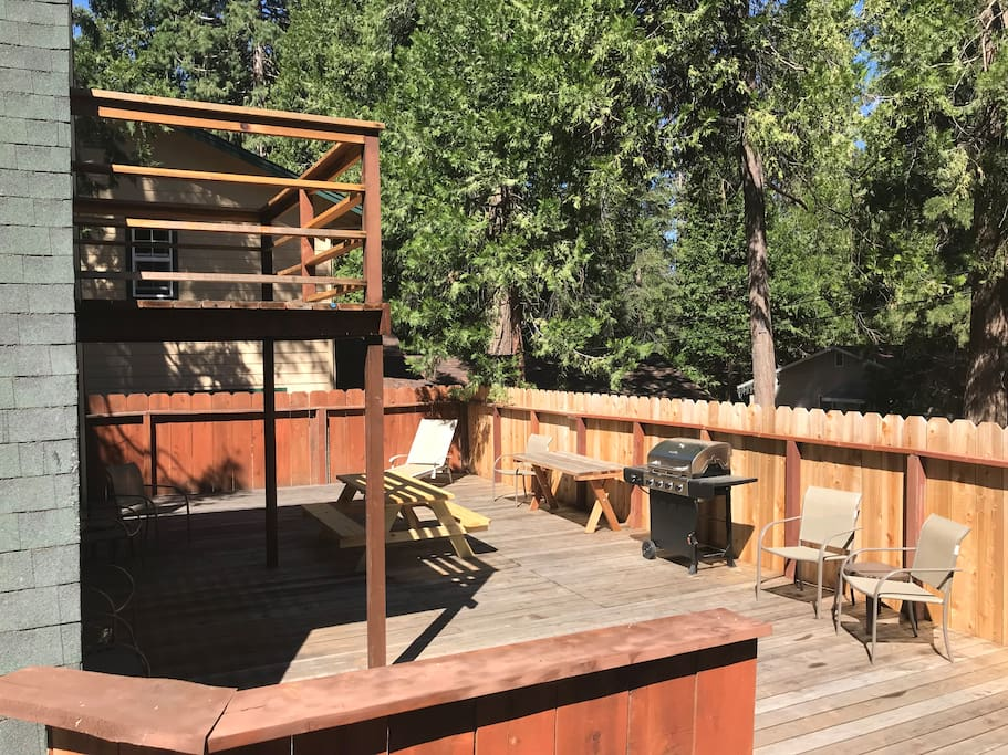 Oversize back deck with gas BBQ.