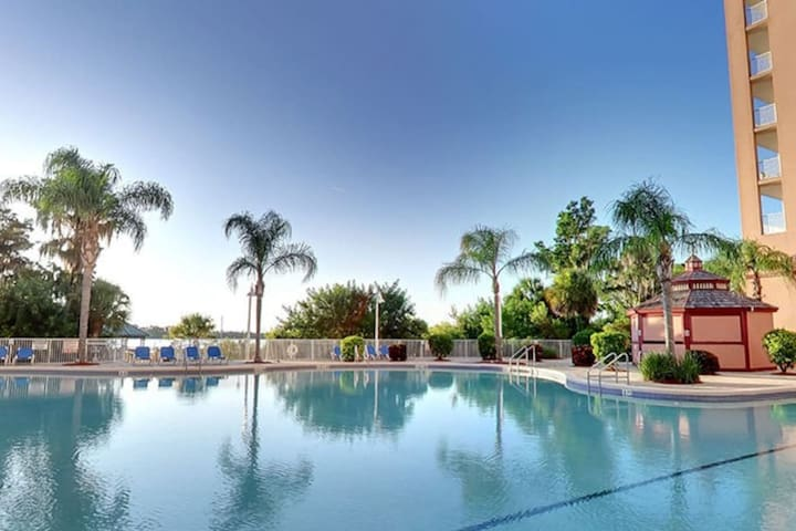 Poolview 1 Bedroom 1 mile to Disney sleeps 6