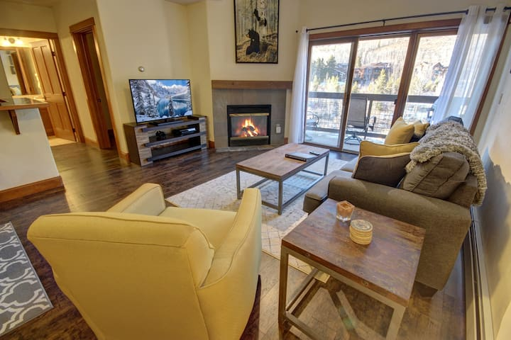 Oro Grande 407 - Hardwoods, Fireplace, Nice Bed! Quiet and peaceful!