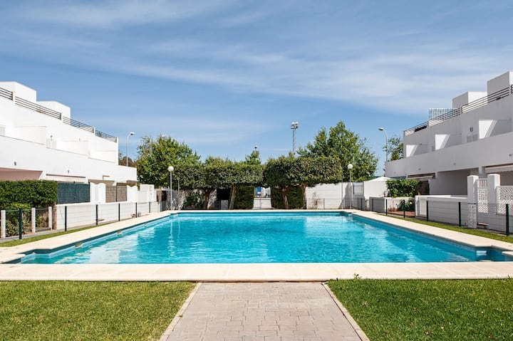 Family-Friendly Home Casa Noah Close to Beach with Pool, Terrace, Balcony & Wi-Fi; Pets Allowed, Parking Available