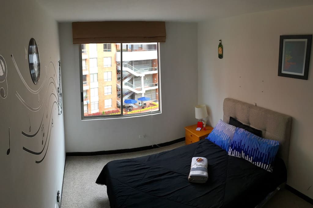 Habitación cómoda y agradable, cobijas extra