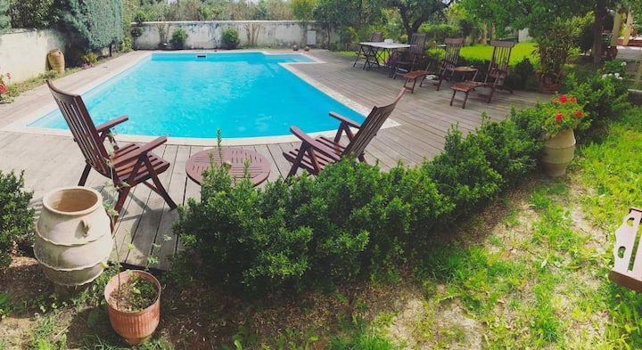 Spacious Country Villa With Pool, 5' From Town.