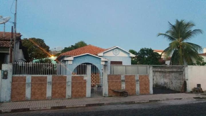 Casa Estilo Colonial com 02 quartos