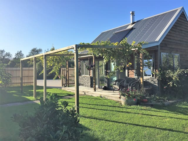 Kameni Cottage Te Horo