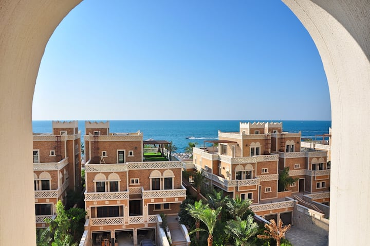 Beautiful New 3 bedrooms apart with Private beach