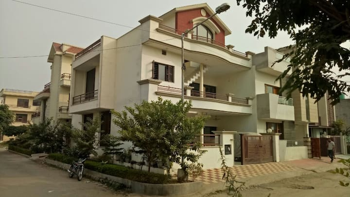 1 bhk Ac independent house in greater mohali