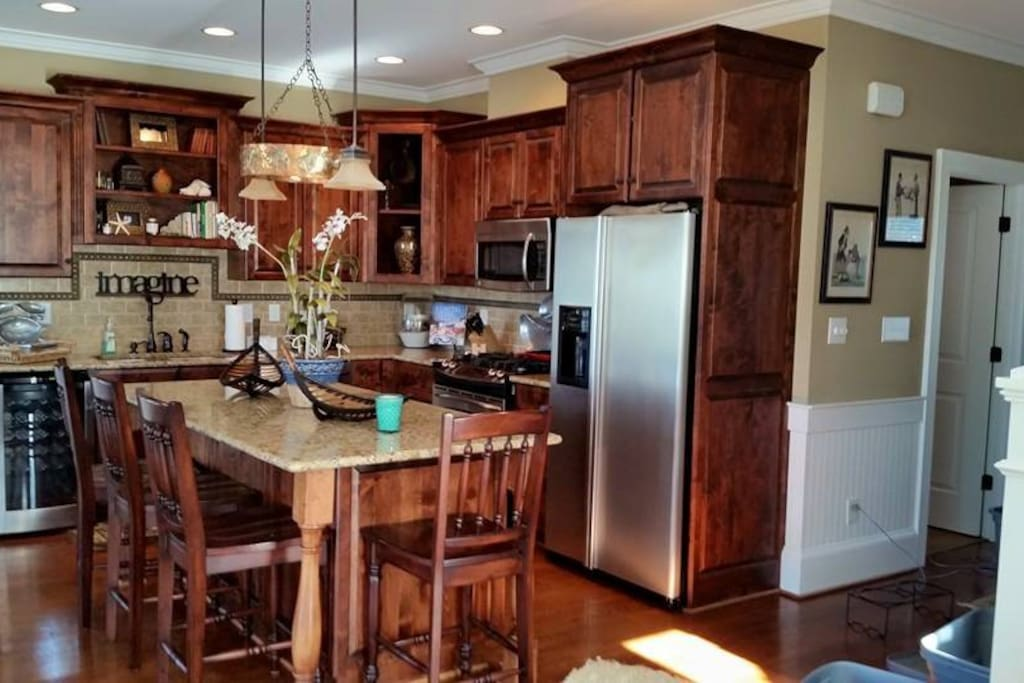 Kitchen has everything you would need.