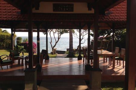 Rumah Imbang Villas by the Sea - Manggis - Casa de camp