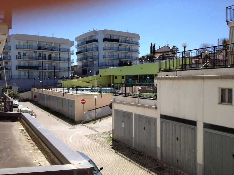 Vista Piscina dal balcone ovest