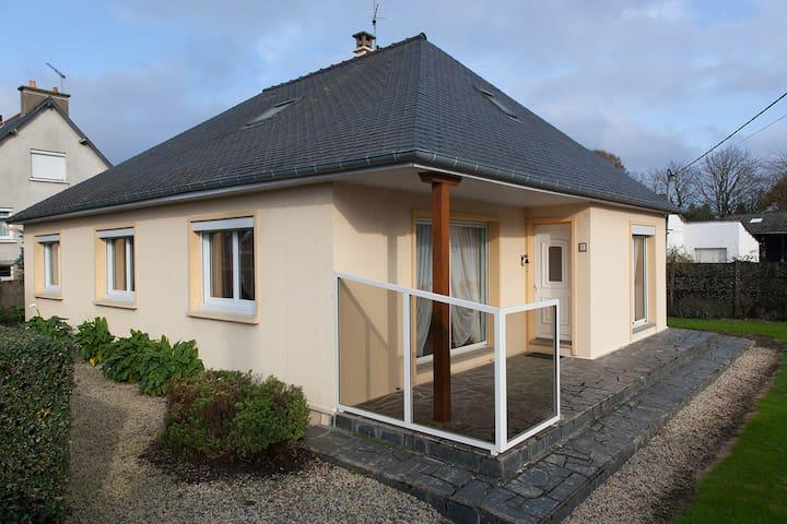 Maison Dol de Bretagne idéalement située - Dol-de-Bretagne - Radhus