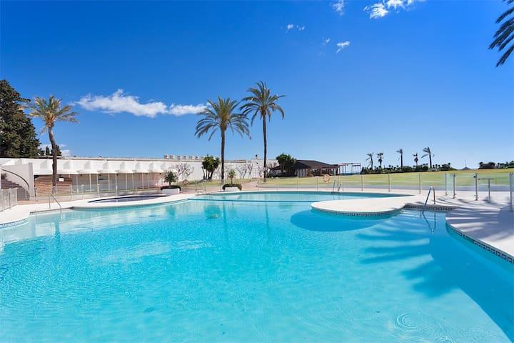 complexe de vacances type village andalous avec accès direct plage. - Playa del Sol Villacana - Byt