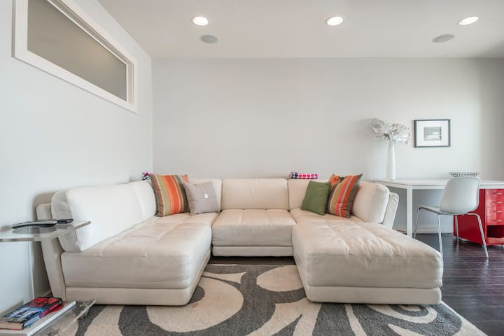 Super Clean Remodeled Oceanfront Condo!!!