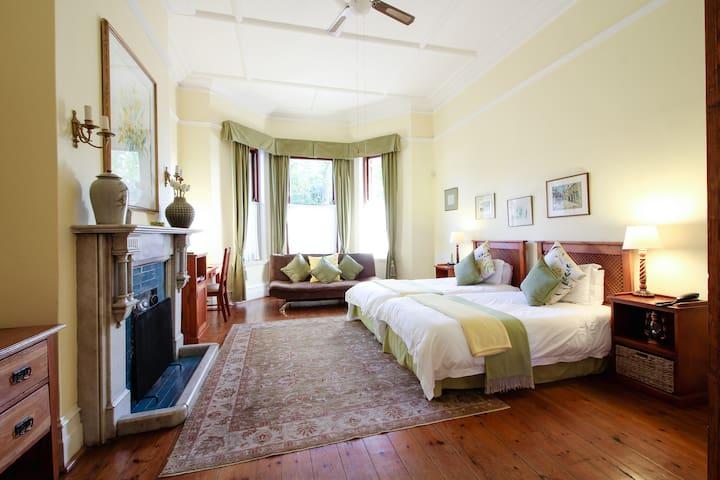 Luxury Twin Bedroom /  Carmichael Guesthouse