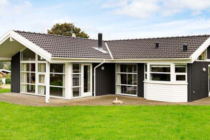 Comfortable Holiday Home in Hejis with Sauna