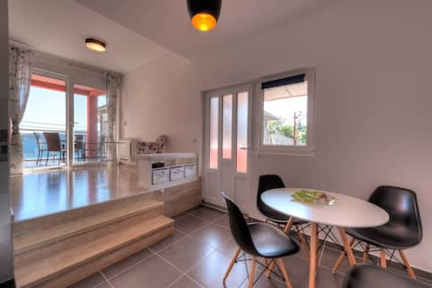 Luxury 4* Apartment with Sea View - Tivat 'Delfin'