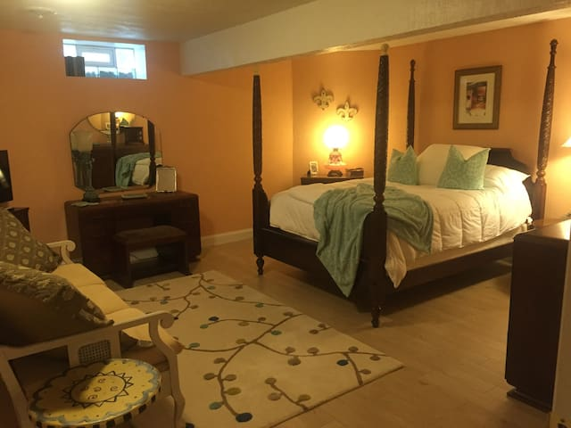 Charming Tuscan style Quiet room - Youngstown - Inap sarapan