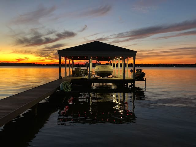 *Lakefront Getaway* W spectacular panoramic views