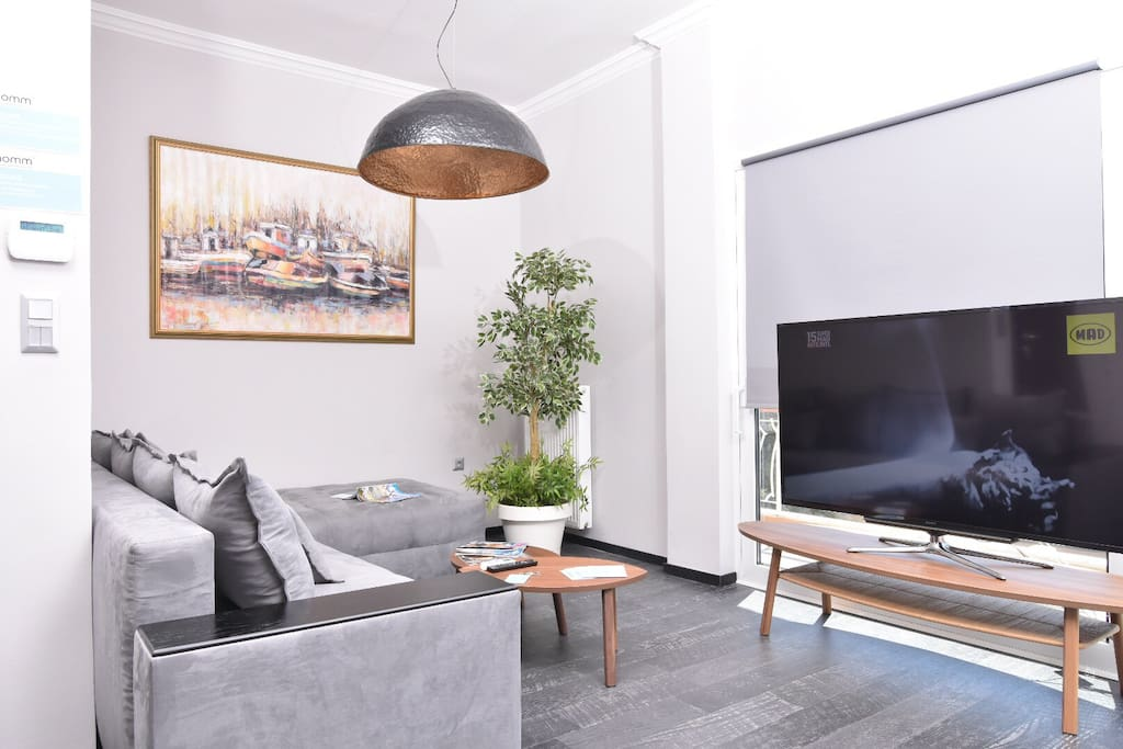 """Modern living room with TV 70"""""""