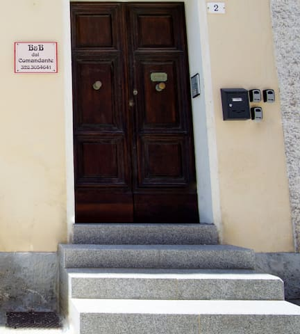 B&B dal Comandante  (Room 1 with common bathroom)