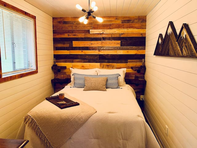 Creekside Cabin ✔AC ✔Private ✔Walk to Cook Forest