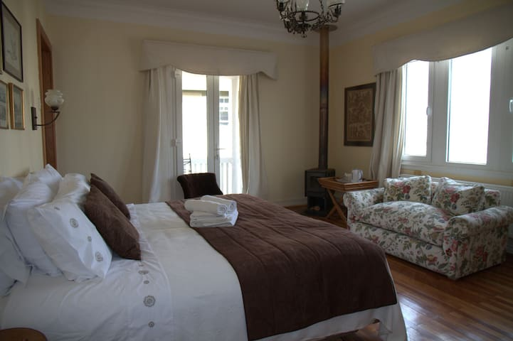 2-3 Person Suite in Heritage Building near Beach
